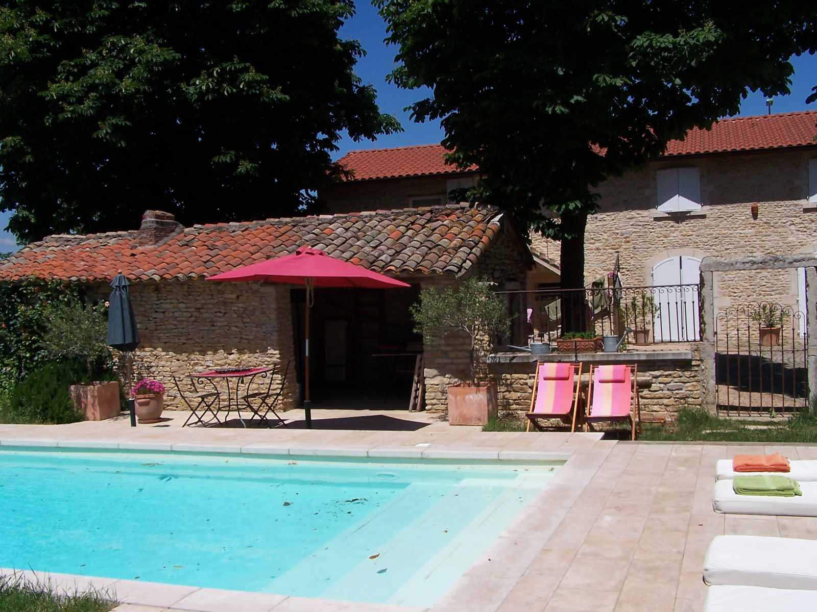 chambres-d-hote-piscine-beaujolais