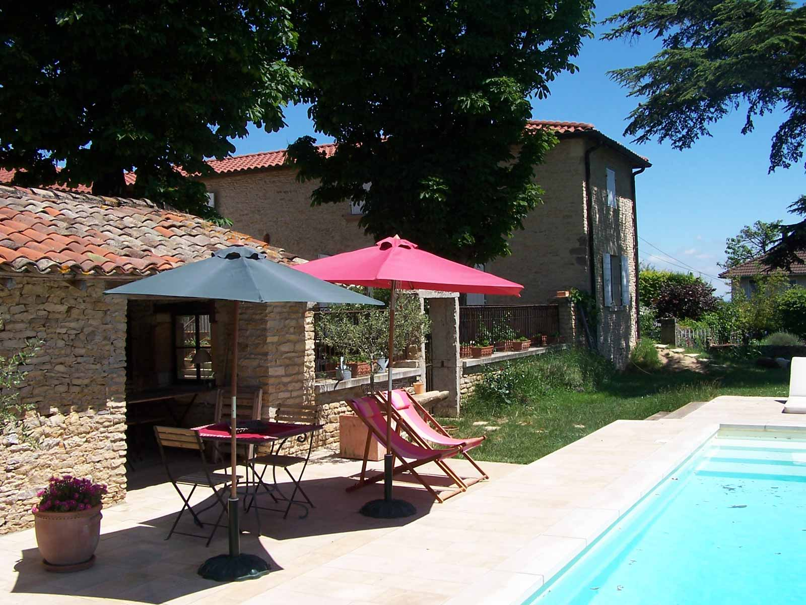 chambres-d-hote-charme-piscine-beaujolais